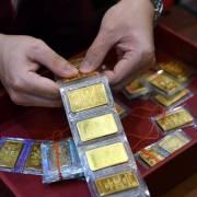 Rủi ro khi 'trú ẩn' vào vàng
