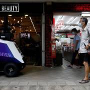 Singapore thử nghiệm robot giám sát hành vi xấu nơi công cộng