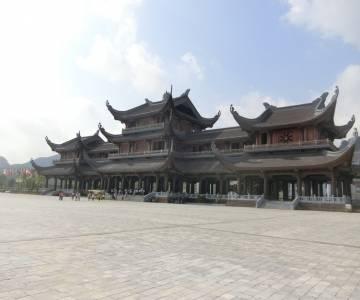 Hồ đẹp Tam Chúc đang trở mình