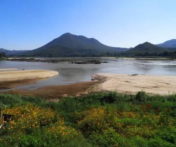 Giờ có thể lội bộ băng Mekong qua Lào!