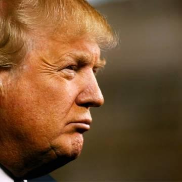 Donald Trump gây bão 'schlonged' với bà Hillary Clinton
