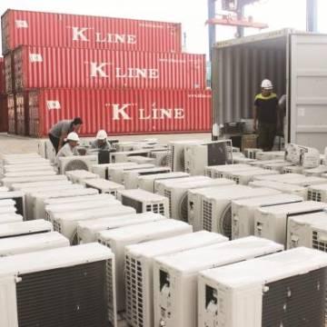 TPHCM: Phát hiện kho hàng điện lạnh nhập lậu lớn