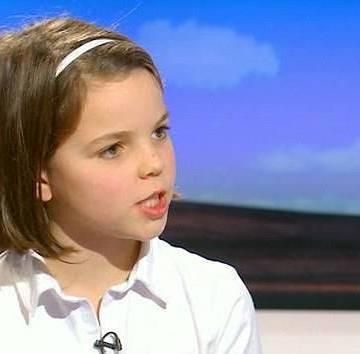 Bé gái 10 tuổi dạy nhà báo thế nào là được 'học hành đàng hoàng'
