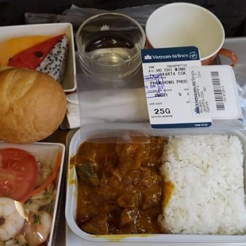 Thương hiệu quốc gia mất giá và 'bữa ăn dở nhất' của Vietnam Airlines