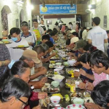 Từ thiện Sài Gòn giữa dòng thị phi