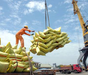 HSBC hạ dự báo tăng trưởng GDP Việt Nam
