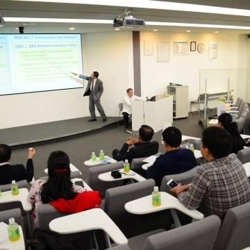 Thâm nhập trung tâm R&D của người giàu nhất Nhật Bản