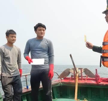 Quảng Bình: Xua đuổi 6 tàu cá Trung Quốc vi phạm vùng biển Việt Nam