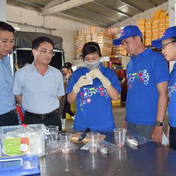 Saigon Co.op thu mua hải sản của ngư dân Quảng Bình