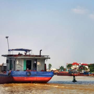 Bỏ 24.510 tỷ đồng làm đường xuyên Á trên sông Hồng?