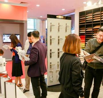 Gỗ An Cường tại Vietbuild Hà Nội 2017 thu hút hàng ngàn lượt khách ghé thăm