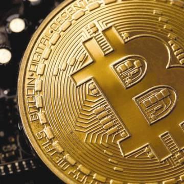 Giá Bitcoin tăng như 'lên đồng', gần chạm ngưỡng 64.000 USD