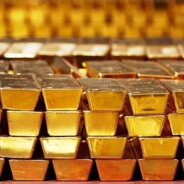 VN-Index giảm gần 32 điểm, vàng tăng gần 1 triệu đồng/lượng