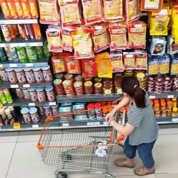 Doanh thu bán lẻ hàng hóa và tiêu dùng sụt giảm