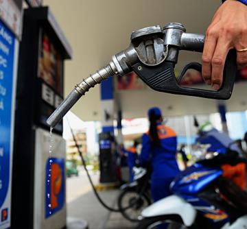 Giá xăng dầu tăng mạnh