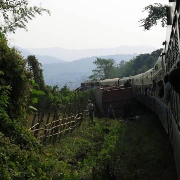 Đường tàu Mandalay – Myitkyina, một đêm trong rừng vắng