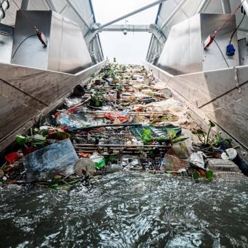 Hệ thống gom rác nhựa trên sông