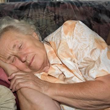 Phụ nữ ngủ ít dễ bị loãng xương
