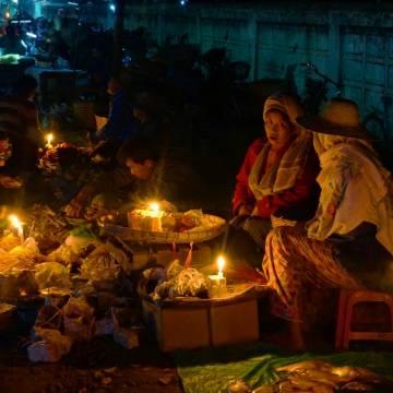 Nhá nhem sáng đi chợ đèn cầy Hsipaw