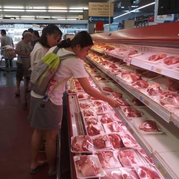 Thịt nhập khẩu lời to