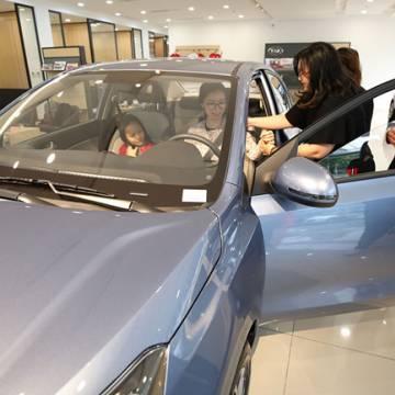 Người Việt mua ô tô đắt đến bao giờ?