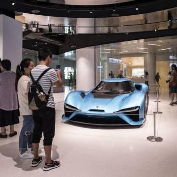 Các tỷ phú Trung Quốc đau đầu với ô tô điện