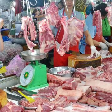 Giá thịt heo khu vực phía Nam tăng mạnh, xuất hiện heo nhập lậu
