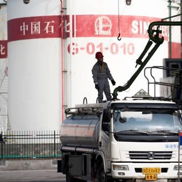 Trung Quốc mở cửa thị trường điện, viễn thông và dầu mỏ