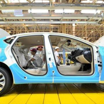 Fiat Chrysler 'bắt tay' với Foxconn tham gia cuộc đua chế tạo ô tô điện