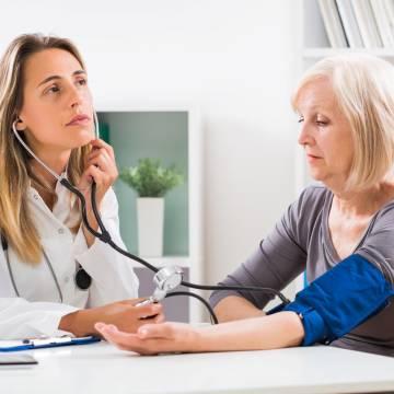 Phụ nữ cao huyết áp nhanh hơn nam giới