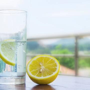 Giảm cân bằng nước chanh chỉ là… huyền thoại