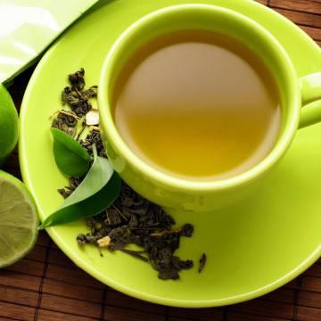Để sống thọ, uống trà xanh thay vì trà đen