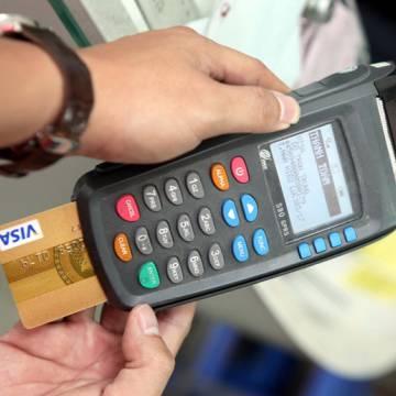 Visa và MasterCard thu phí chồng phí tại Việt Nam?