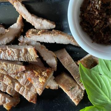 Bò ăn kiến hay kiến ăn bò!