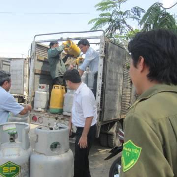 Giá gas tăng sốc, 34.000 đồng/bình 12kg