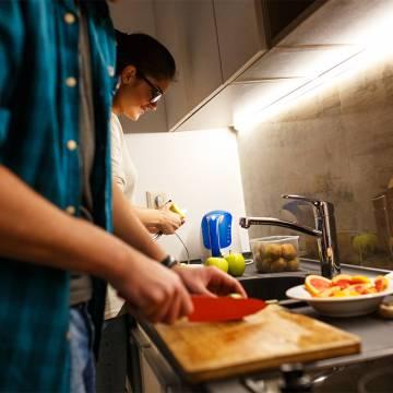 Vì sao ăn tối trước khi ngủ khiến bạn tăng cân?