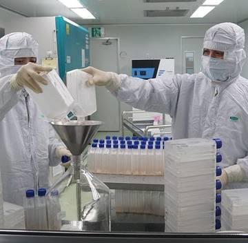 Việt Nam chưa tiêm đại trà vắc xin Covid-19 trước hè 2021