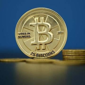 Đồng Bitcoin 'ăn' theo giá vàng tăng gần 4%