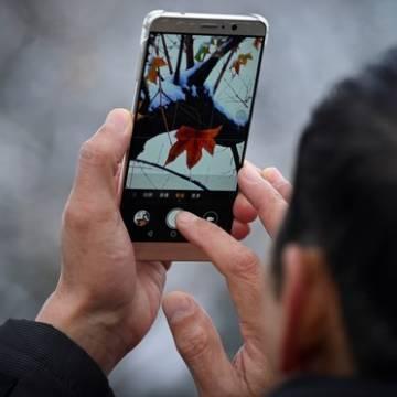Covid-19 khiến người Việt 'ôm' smartphone nhiều hơn