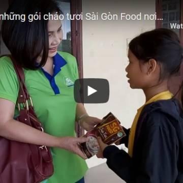 Ấm lòng những gói cháo tươi Sài Gòn Food nơi vùng lũ miền Trung