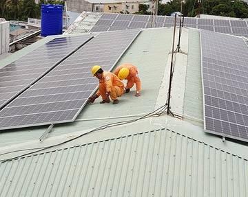 Nguy cơ ô nhiễm từ pin điện mặt trời hết hạn