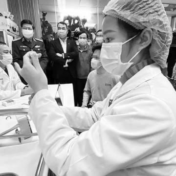 Tiêm vắc xin Covid-19 'made in Vietnam' trên người tình nguyện