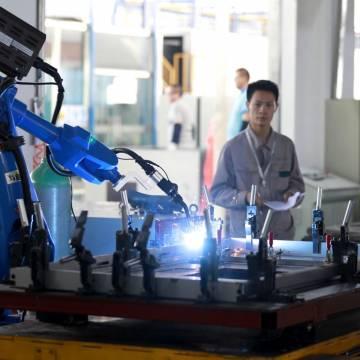 Việt Nam chỉ 'đón được sóng' dệt may, da giày, lắp ráp điện tử?
