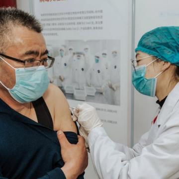 Lo ban phát vắc xin ngừa Covid-19, Trung Quốc lại bỏ quên người dân trong nước?