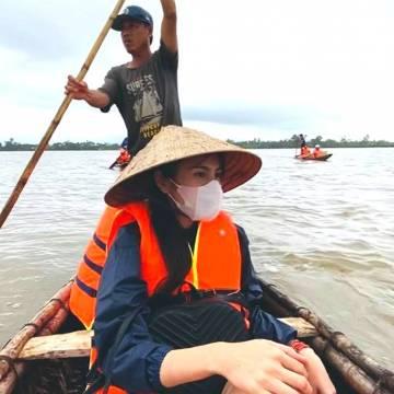 Thủy Tiên – cô gái nước Nam