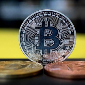 Giá Bitcoin gần về mốc 30.000 USD