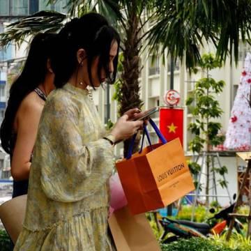 H&M, Uniqlo, Chanel… hốt bạc tại thị trường Việt Nam