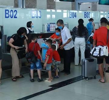 Áp sàn giá vé máy bay: doanh nghiệp lữ hành lo 'bể sô'