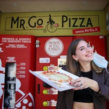 Máy bán pizza tự động và câu chuyện bảo tồn văn hóa ẩm thực