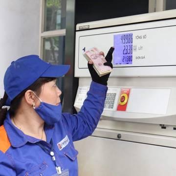 Xăng dầu không giảm giá